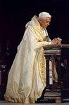 pope praying sm